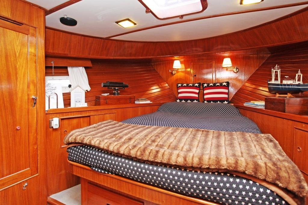 Best 2 Bedroom House Boat For Sale In Chelsea Harbour Chelsea With Pictures