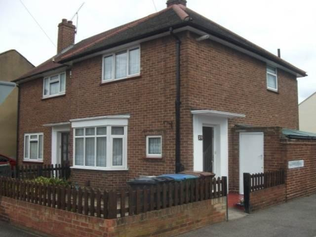 Best 2 Bedroom House To Rent In Ellingham Road Stratford London E15 With Pictures