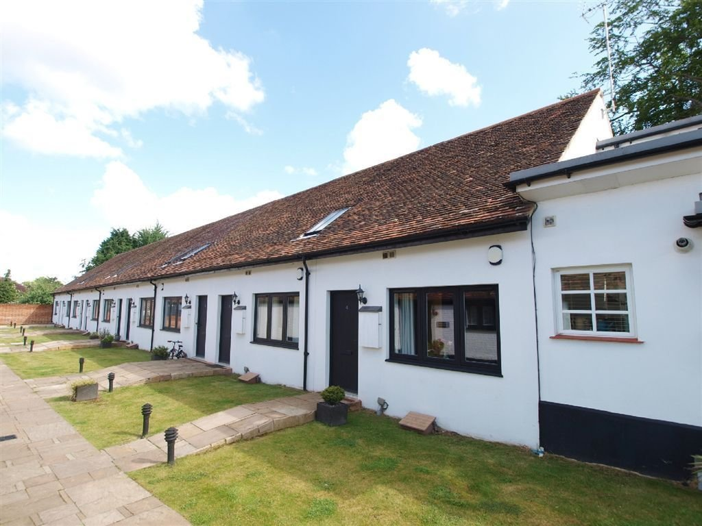 Best 2 Bedroom House For Sale In Kingsbury Mews St Albans Hertfordshire Al3 With Pictures