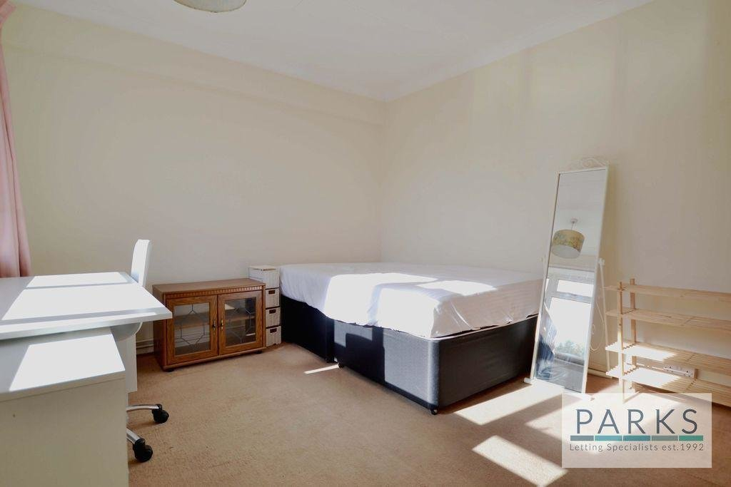 Best 2 Bedroom Flat To Rent In Selsfield Drive Brighton East With Pictures