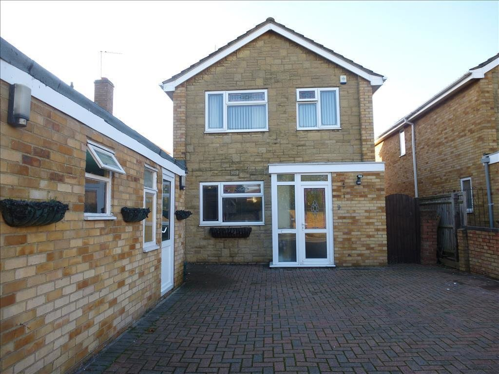 Best 3 Bedroom Detached House For Sale In Berry Close With Pictures