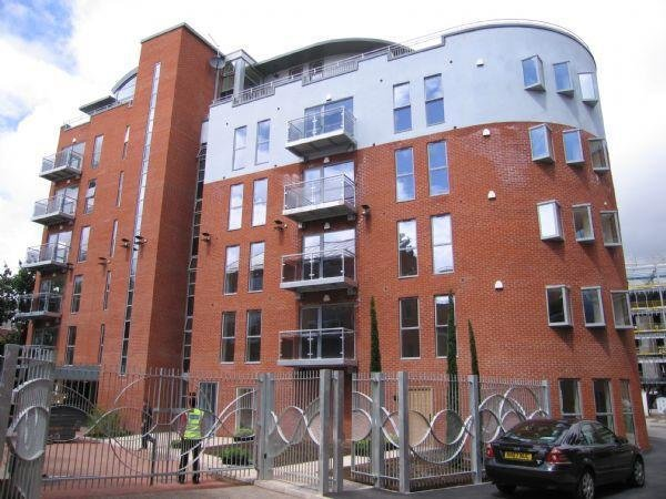 Best 2 Bedroom Apartment To Rent In Apt 10 Ahlux Court Leeds With Pictures
