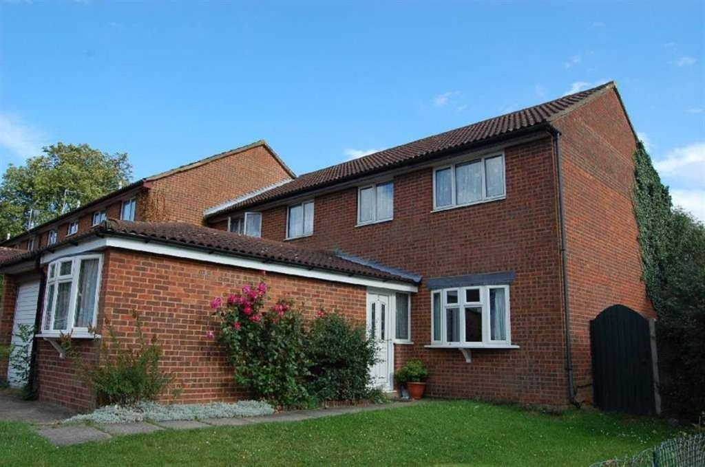 Best 3 Bedroom House For Sale In Redwood Rise Borehamwood Wd6 With Pictures