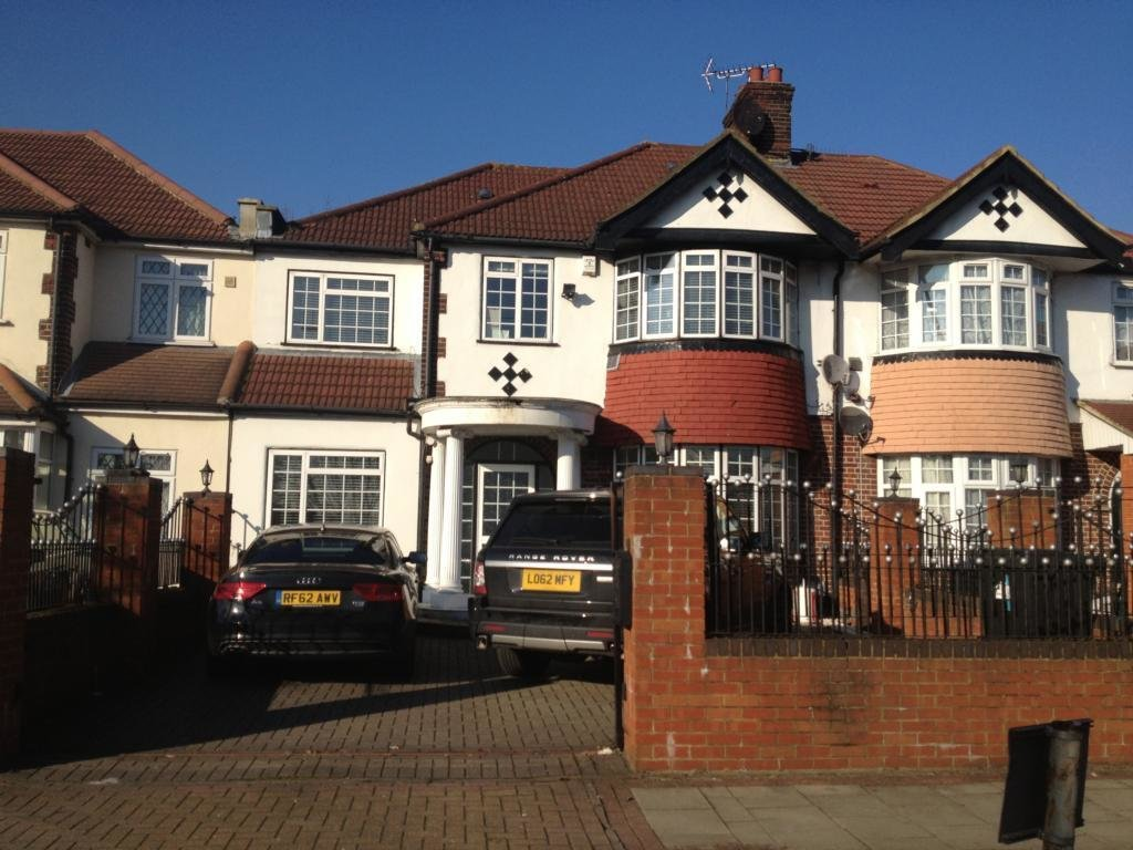 Best 4 Bedroom Semi Detached House For Sale In Great West Road Hounslow Middlesex Tw5 0Pb Tw5 With Pictures
