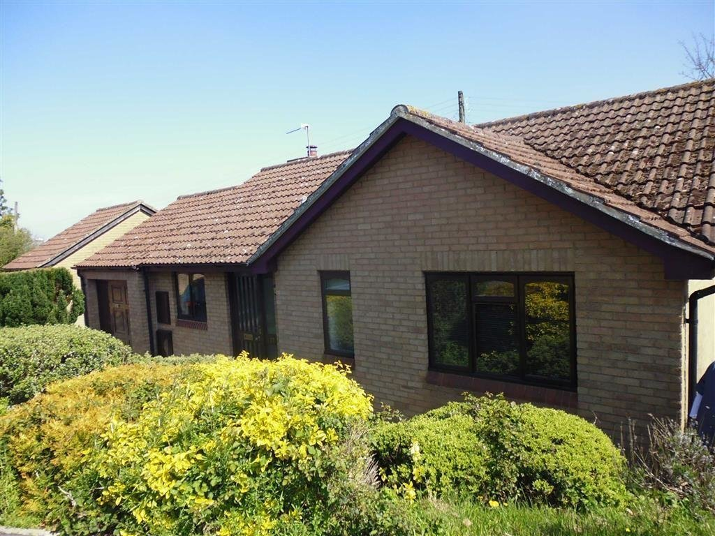 Best 2 Bedroom Bungalow To Rent In Manor Avenue Cam Gl11 With Pictures