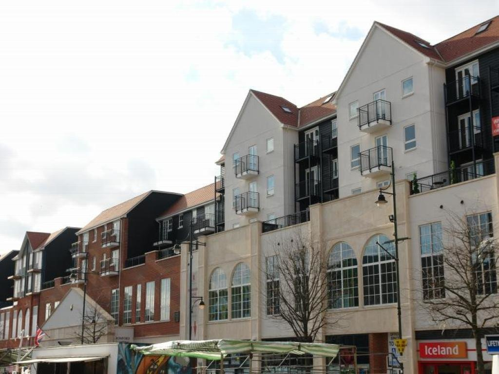 Best 2 Bedroom Flat To Rent In Market Place Romford Essex With Pictures