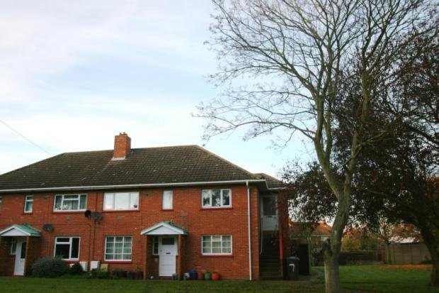 Best 2 Bedroom Flat To Rent In Tudor Close Shotley Gate With Pictures