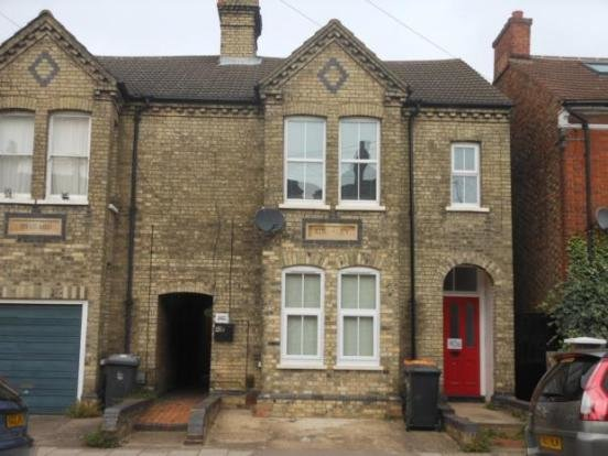 Best 2 Bedroom Flat To Rent In Castle Road Bedford Mk40 Mk40 With Pictures