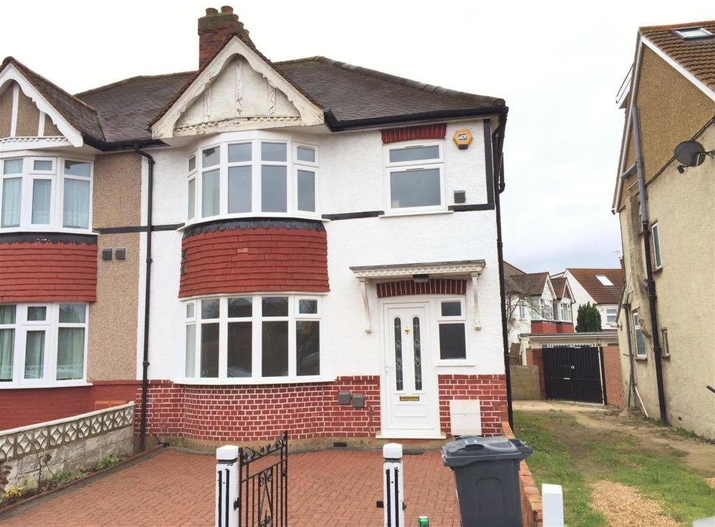 Best 3 Bedroom Semi Detached House To Rent In Great West Road With Pictures