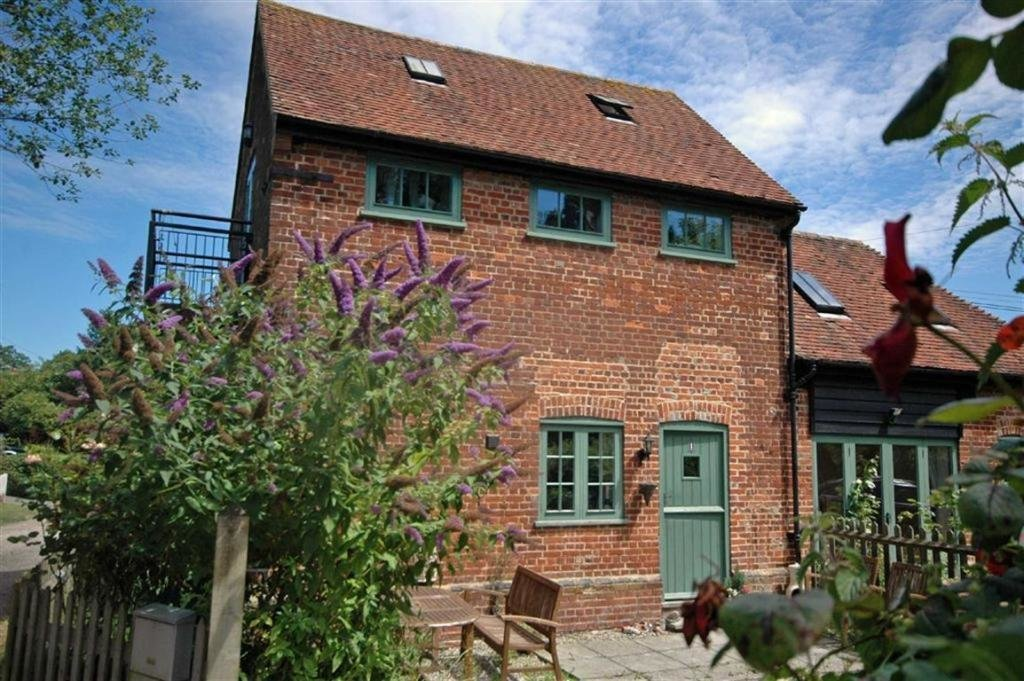 Best 2 Bedroom Cottage For Sale In Coach House Mews Ashford Kent Tn25 With Pictures