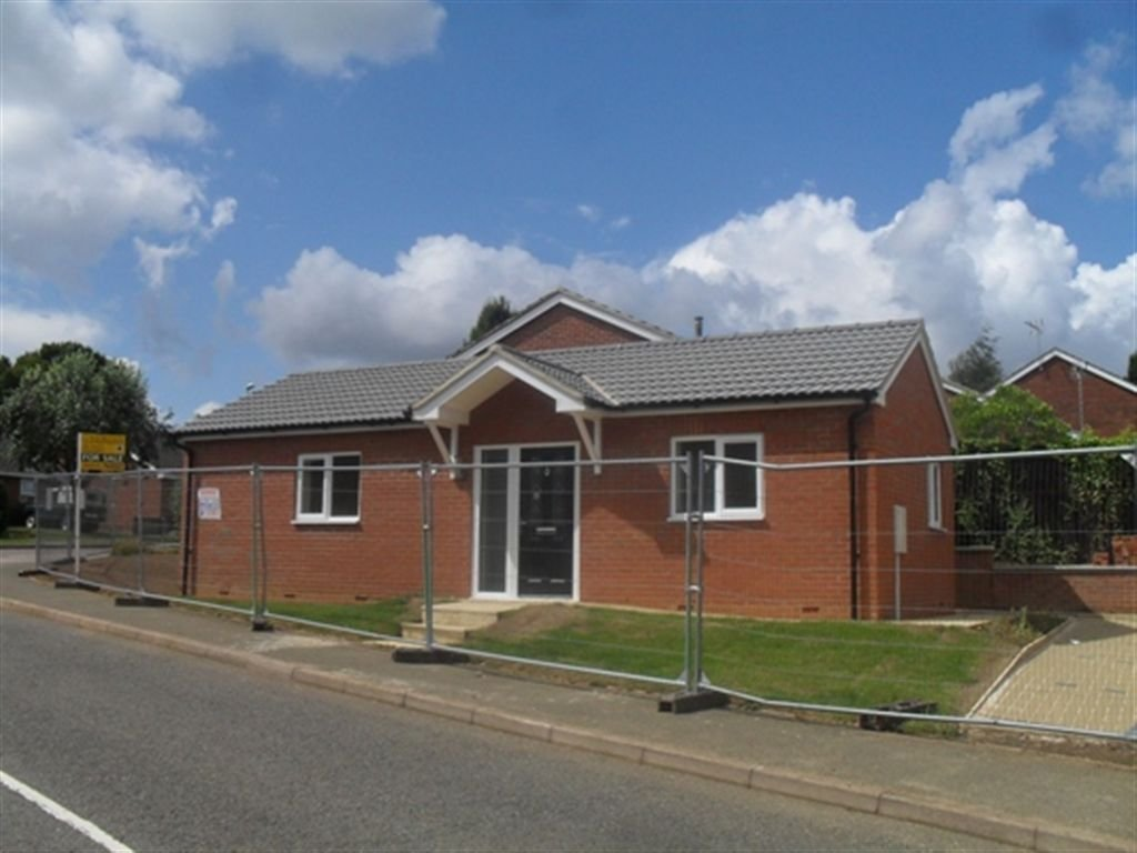 Best 2 Bedroom Bungalow For Sale In Fellmead Road Rectory Farm With Pictures