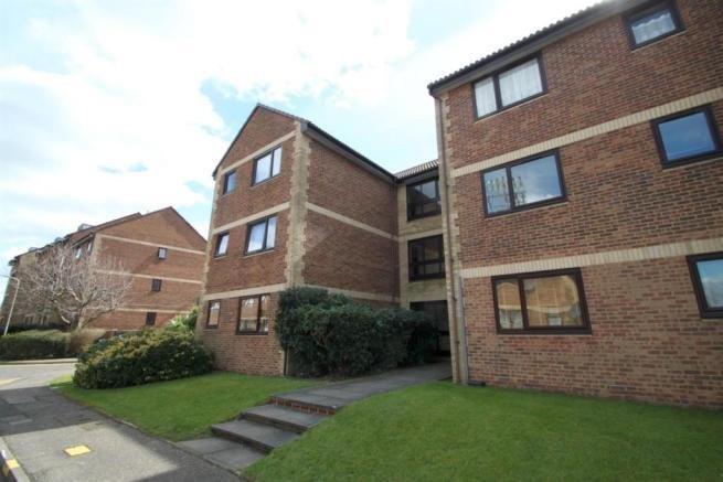 Best 1 Bedroom Flat To Rent In Roots Hall Drive Southend On With Pictures