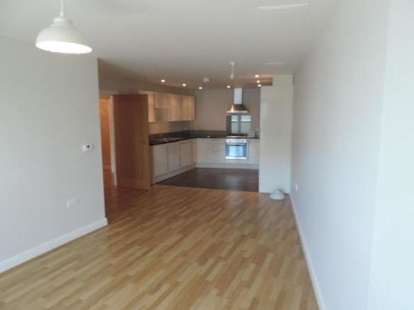 Best 1 Bedroom Apartment To Rent In Ocean Crescent Plymouth Pl1 With Pictures