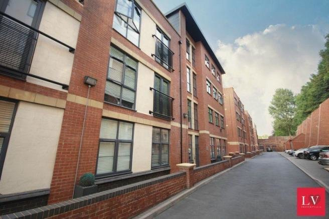 Best 2 Bedroom Flat To Rent In Mint Drive Birmingham City With Pictures