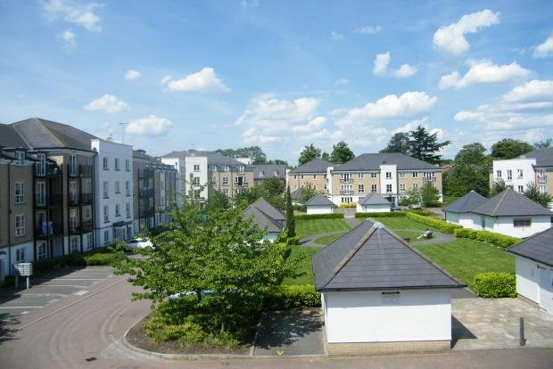 Best 2 Bedroom Apartment To Rent In Tudor Way Knaphill Woking With Pictures
