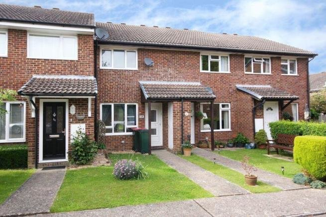 Best 2 Bedroom Terraced House For Sale In Horseshoe Close With Pictures