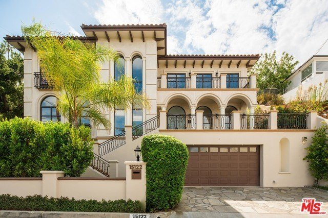 Best Four Bedroom With Pool In Sherman Oaks Listed For 1 799 000 With Pictures