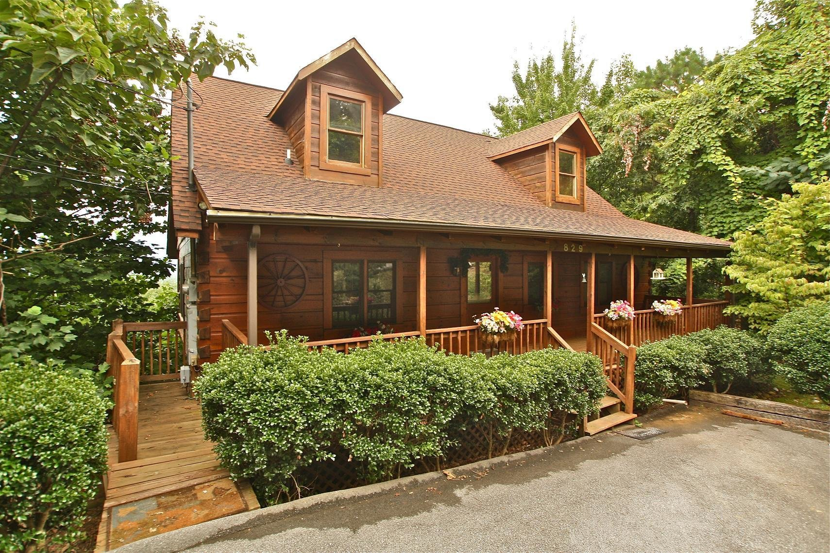 Best 2 Bedroom Cabins Two Br Cabin Rentals In Gatlinburg Tn Mtn Laurel Chalets With Pictures