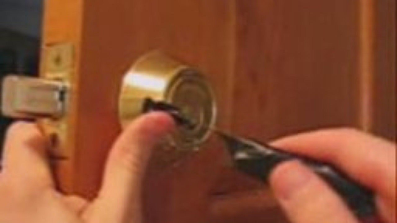 Best How To Open A Locked Door With Bobby Pin Pick Bedroom Lock With Pictures