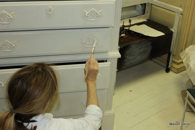 Best Maison Decor How To Shabby Chic Your Dark Furniture With Pictures