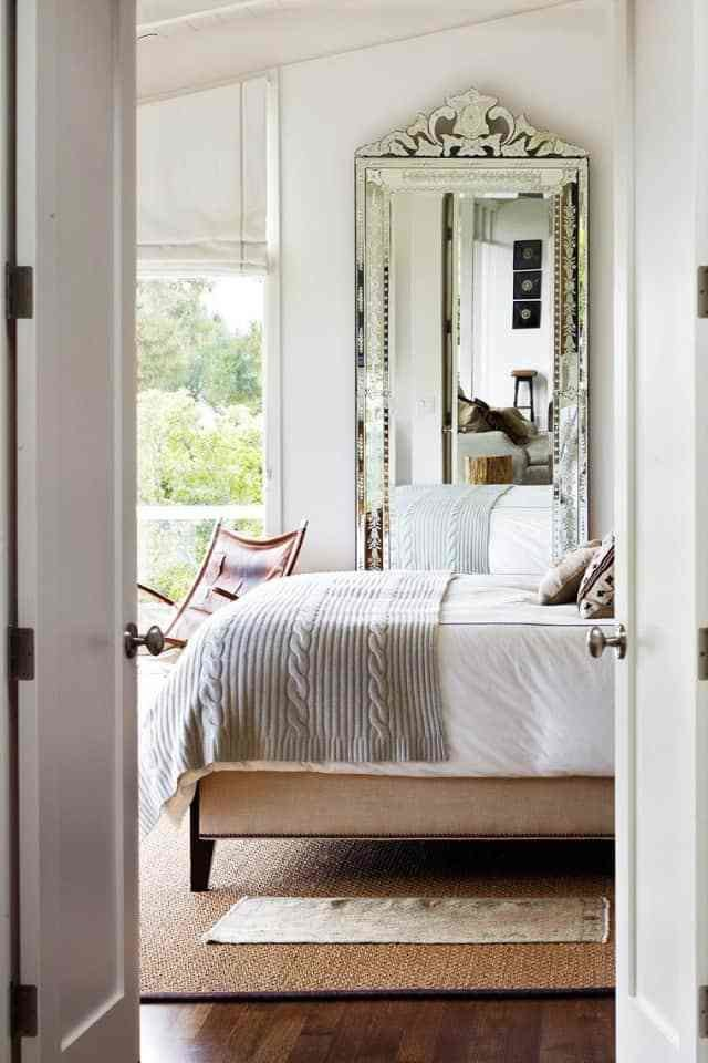Best 13 Tips And Tricks On How To Decorate A Small Bedroom With Pictures