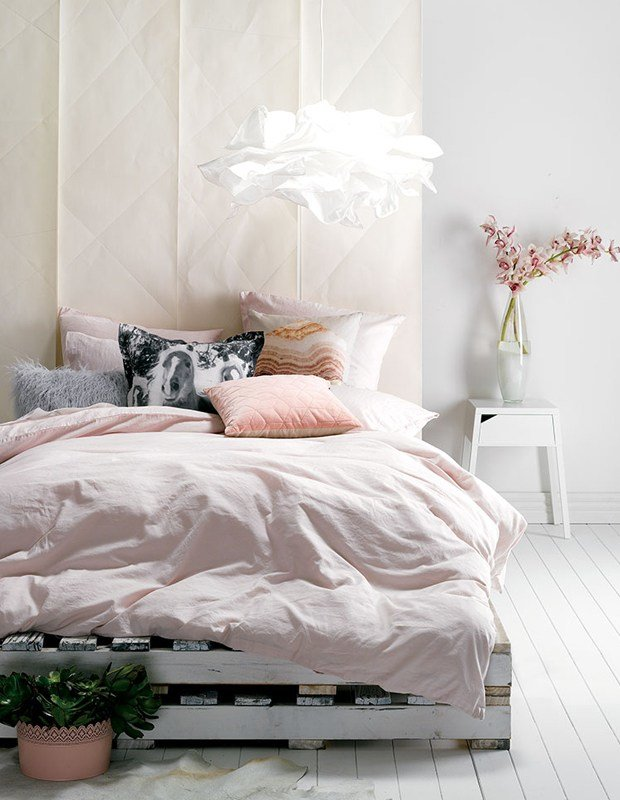 Best Saying No To A Traditional Bedroom How To Style A Bed On With Pictures