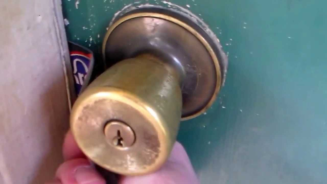 Best How To Unlock A Door With A Credit Card Or Dl Youtube With Pictures