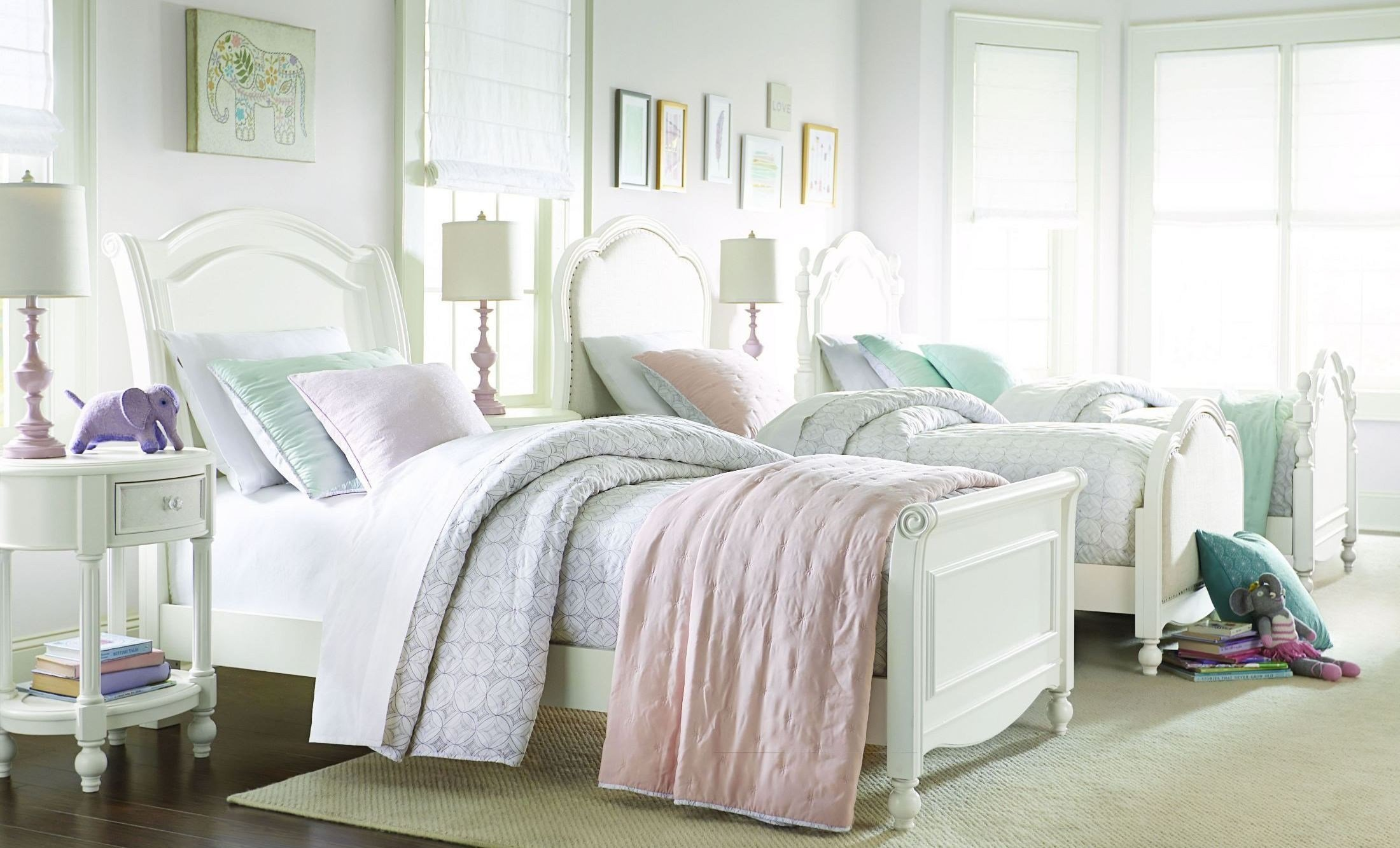 Best Harmony Antique Linen White Youth Chelsea Sleigh Bedroom Set From Legacy Kids 4910 4303K With Pictures