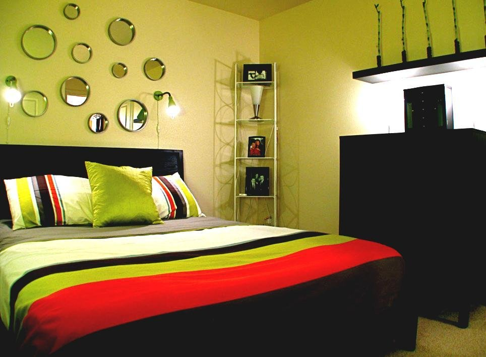 Best Small Bedroom Decorating Ideas For College Student Good With Pictures