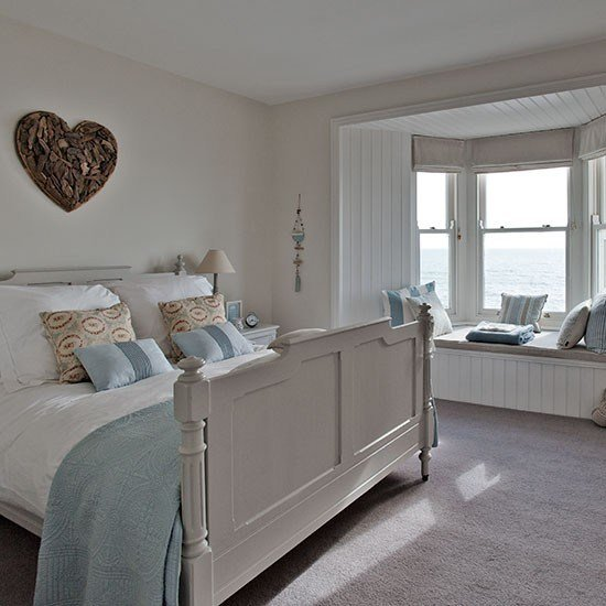 Best New England Style Bedroom With Heart Wall Art Step With Pictures