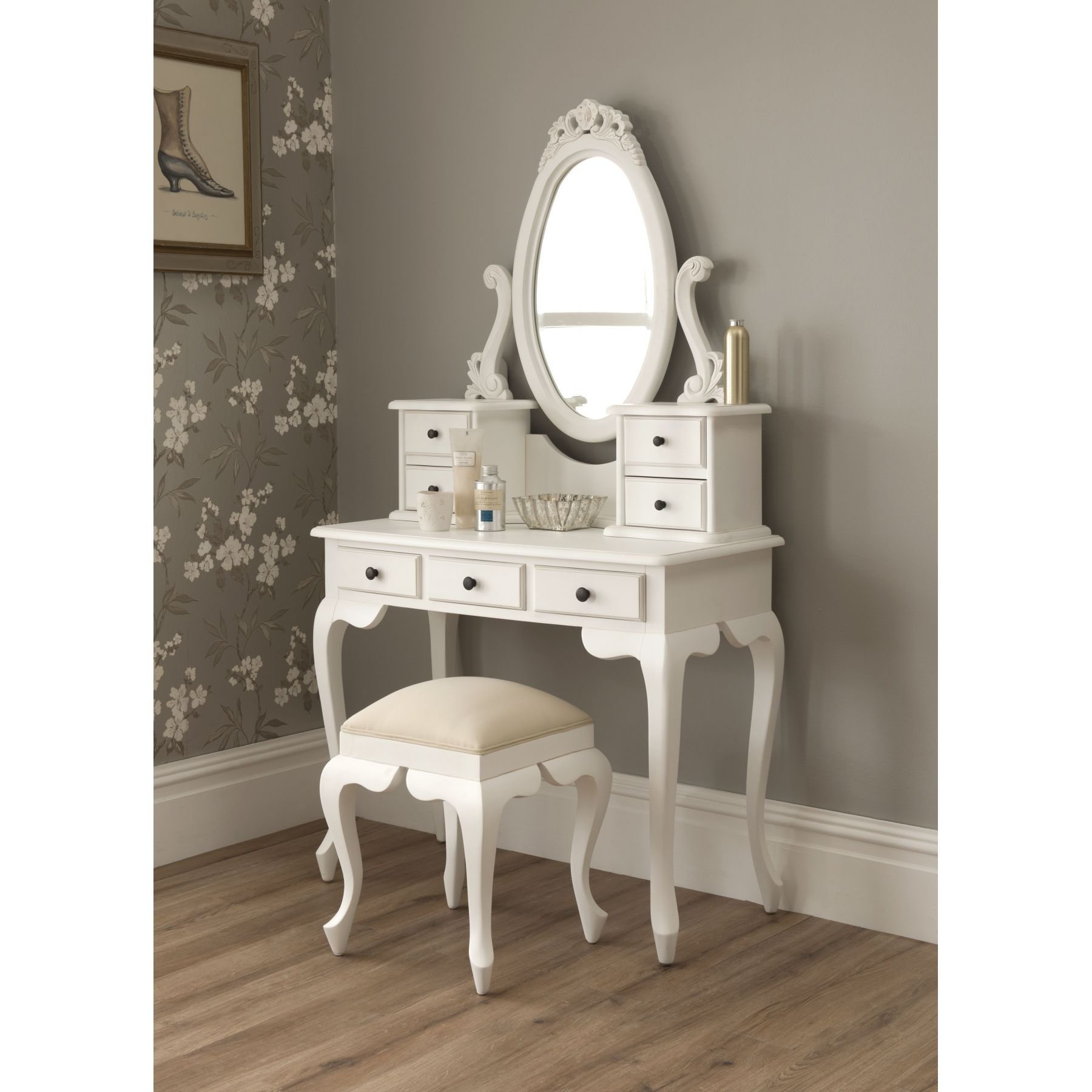 Best Great Presence Of Bedroom Vanity And Setting In Minimalist With Pictures