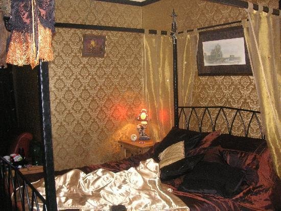 Best Bedroom With Four Poster Bed Picture Of Bats And Broomsticks Whitby Tripadvisor With Pictures