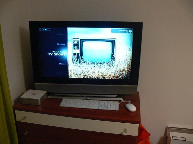 Best Mac Mini In The Bedroom Powering An Old 32 Inch Lcd Tv With Pictures