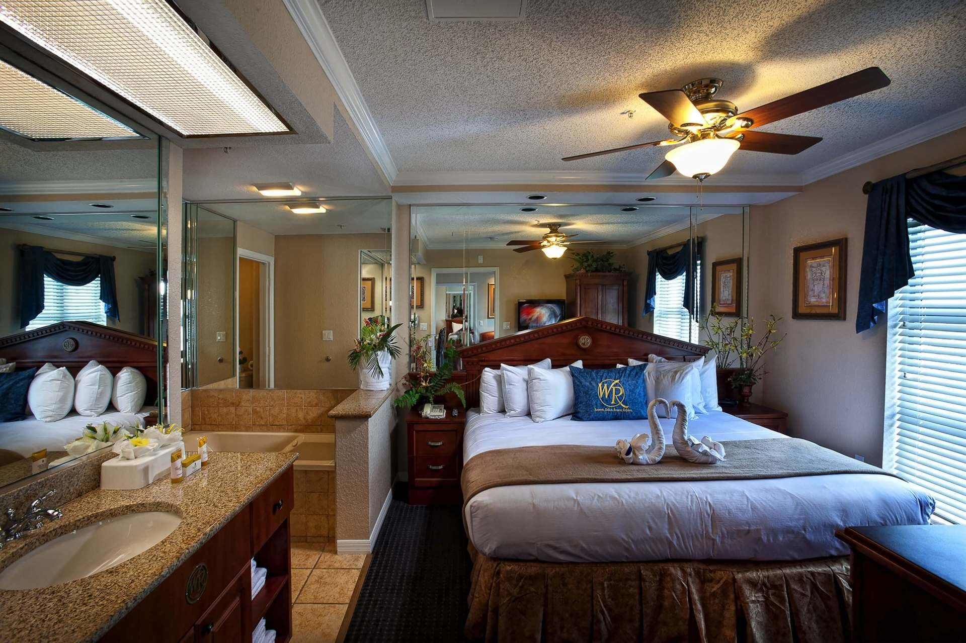 Best Two Bedroom Hotels Near Universal Studios Orlando Www With Pictures
