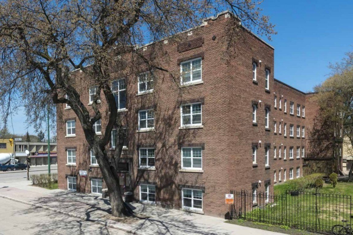 Best Winnipeg Central 2 Bedrooms Apartment For Rent Ad Id Trg 346674 Rentboard Ca With Pictures