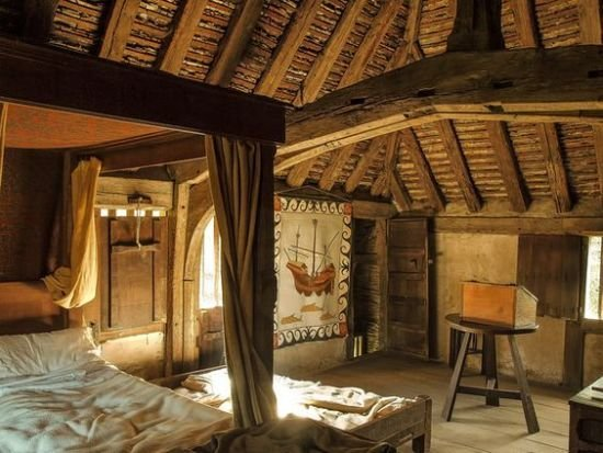 Best 35 Stunning Medieval Furniture Ideas For Your Bedroom With Pictures