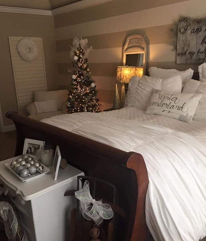 Best 40 Cute And Creative Christmas Bedroom Decor To Try With Pictures