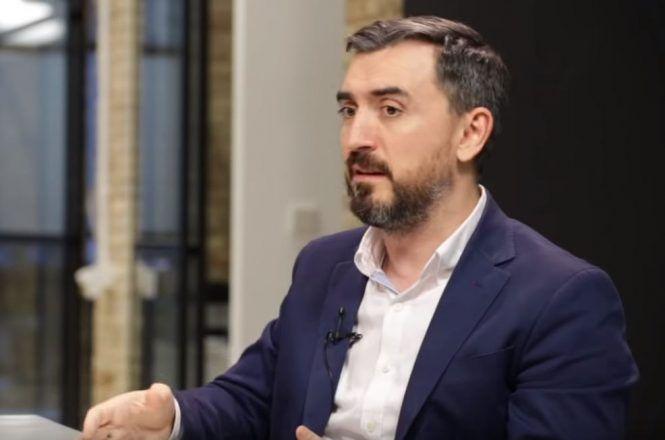 Ignacio Escolar plasma en un tuit la hipocresía del partido de extrema derecha Vox y su líder Santiago Abascal.