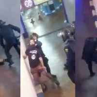 Vídeo | Mataleón y patadas a un manifestante inmovilizado en Valencia en otra muestra de abuso policial grabada en directo