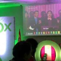 Vídeo | VOX celebra con música neonazi e insultos los resultados del 10-N