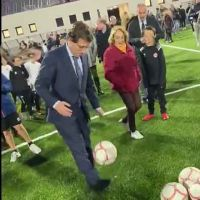 Vídeo | Almeida le pega un balonazo a un niño en un lamentable lanzamiento de penalti y celebra el gol