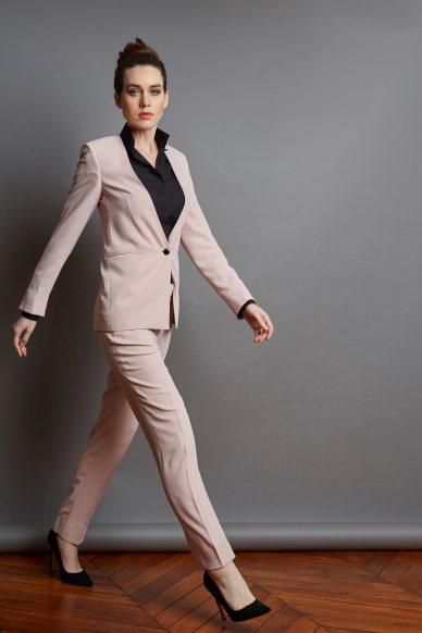 Comment porter le tailleur pantalon pour travailler par Artling Paris