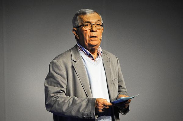 """François Duteil lors du 50e anniversaire """"ÉNERGIE DE L'ÉMANCIPATION"""" L'utopie au travail. Paris La Géode - 10 avril 2014©J.Marando/ccas"""
