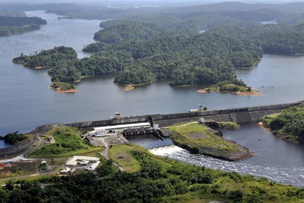 Le barrage dit de Petit Saut