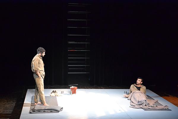 Scène de L'Ile, ATL Jénine, théâtre Berthelot à Montreuil © Irene Steinert/CCAS