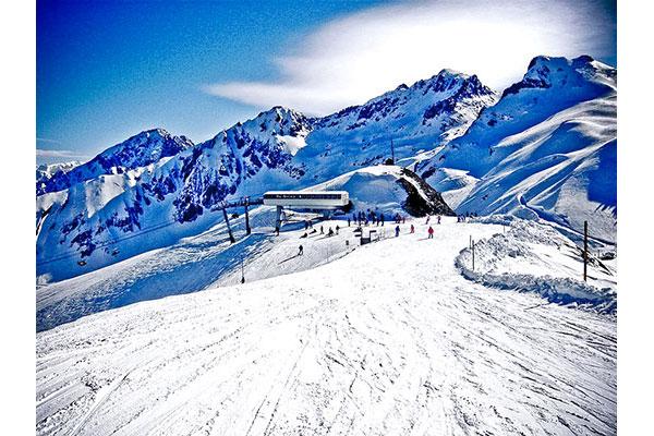 Piste de ski à Luz Saint Sauveur (Midi Pyrénées) © DR