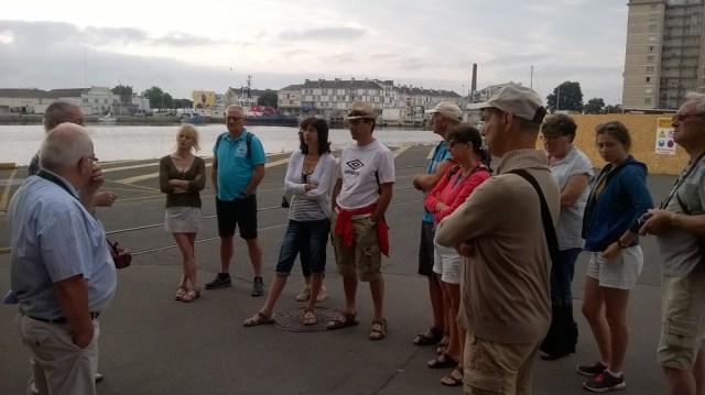 Gilbert et Jean-Claude, agents EDF à la retraite, font visiter le chantier naval de Saint-Nazaire aux vacanciers © Yannick Blanchouin/ccas