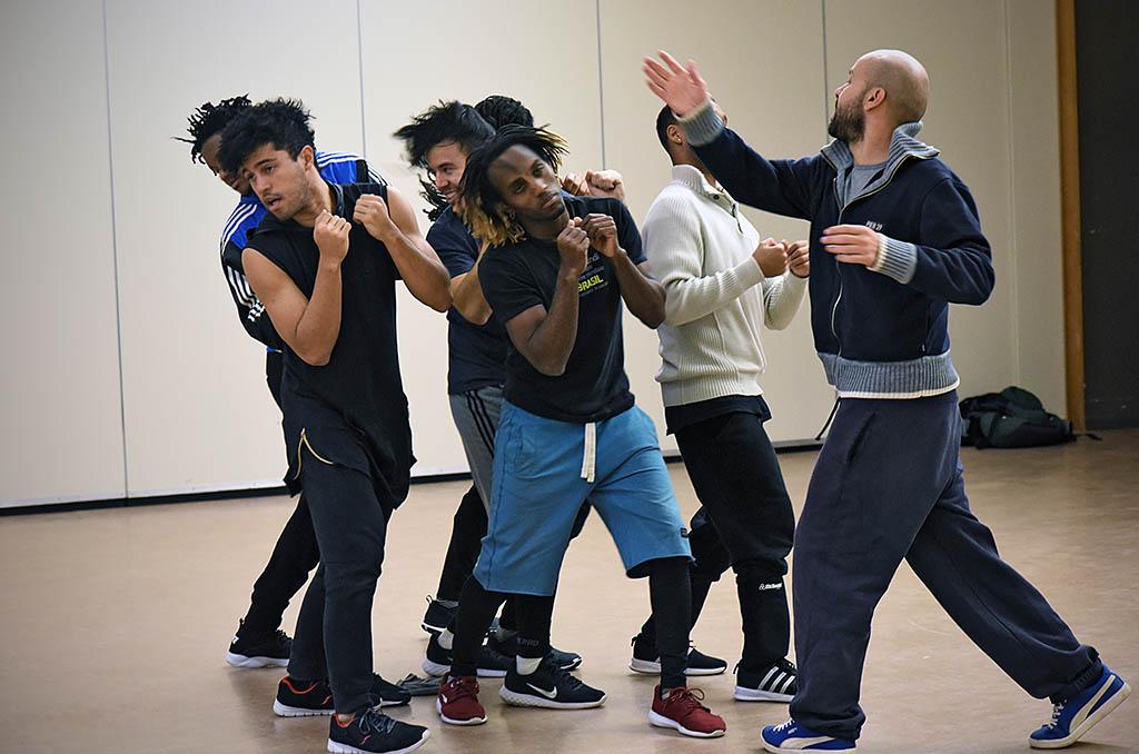 Mourad Merzouki en répétition avec sa troupe à l'espace Albert Camus de Bron ©J.Marando/CCAS