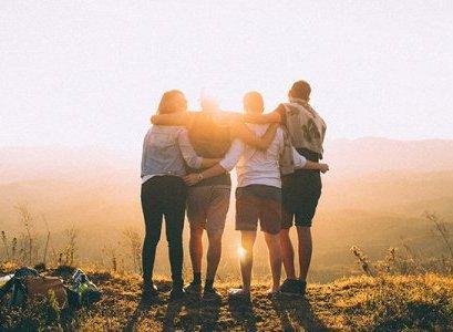 Tips Cantik Traveling Bareng Sahabat, Pacar, atau Orang Tua yang Layak Dicoba