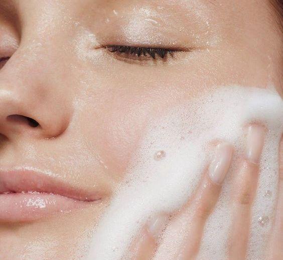 4 Tips Ampuh Hapus Makeup Tebal Dengan Mudah
